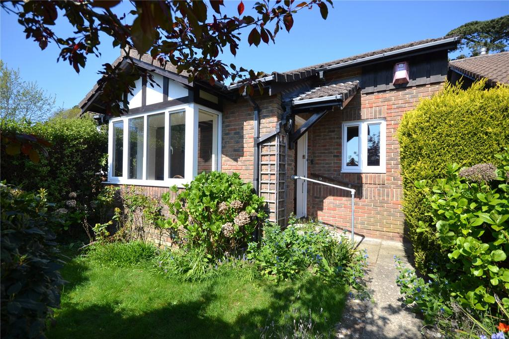 2 Bedrooms Detached House for sale in Stratford Place, Lymington, Hampshire, SO41