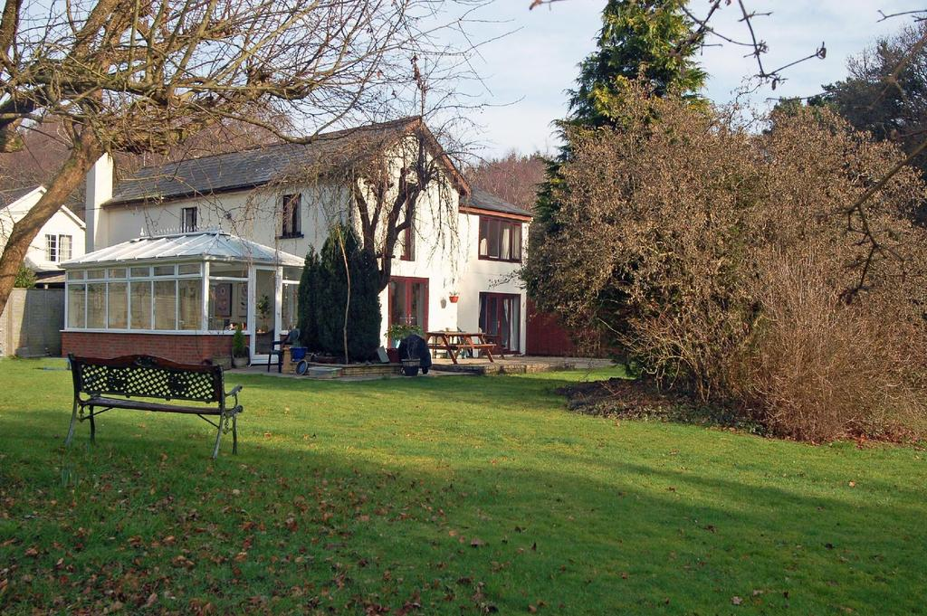 5 Bedrooms Detached House for sale in Pithouse Lane, Avon Causeway, Hurn, Christchurch, BH23
