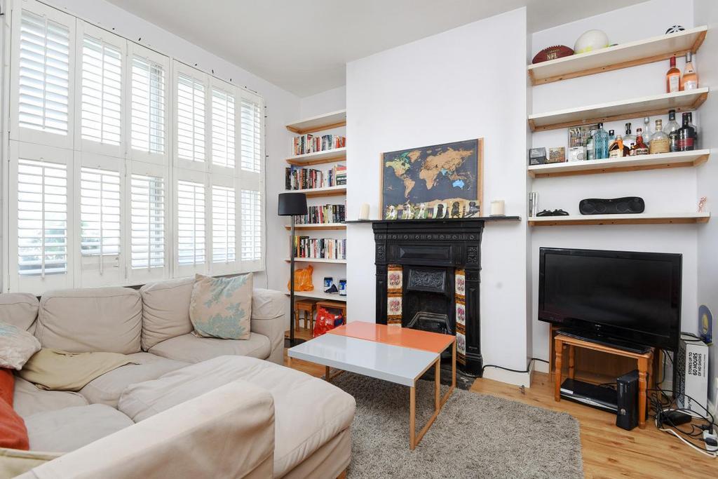 2 Bedrooms Flat for sale in Silverthorne Road, Battersea, SW8