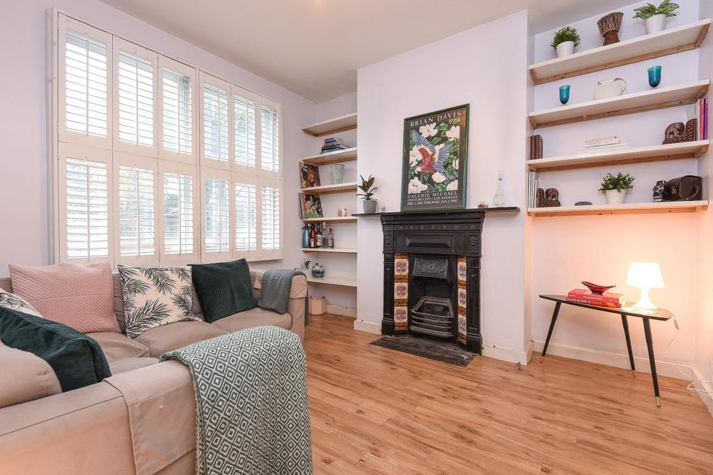 2 Bedrooms Flat for sale in Silverthorne Road, Battersea