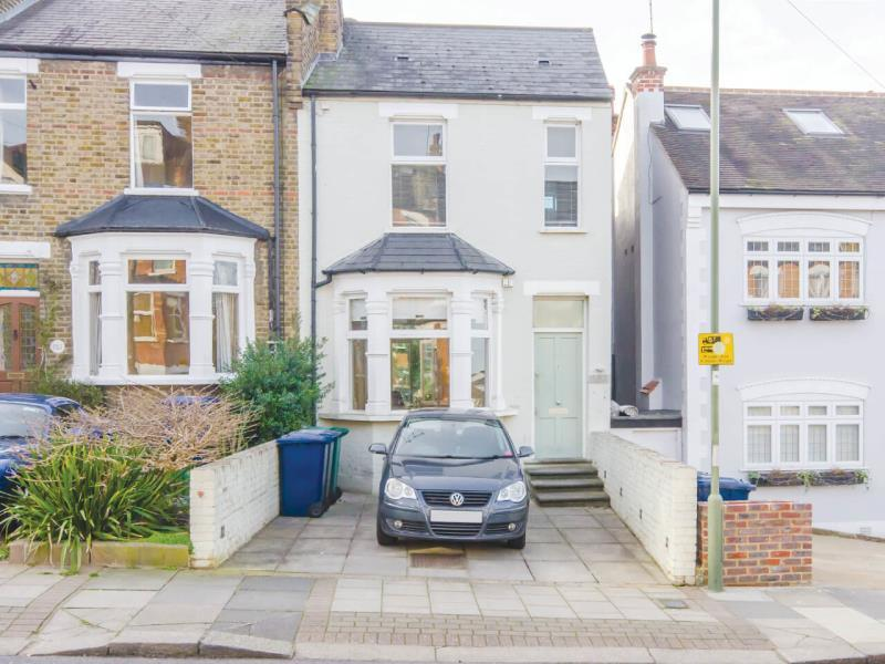 2 Bedrooms Semi Detached House for sale in Sydney Road, N10