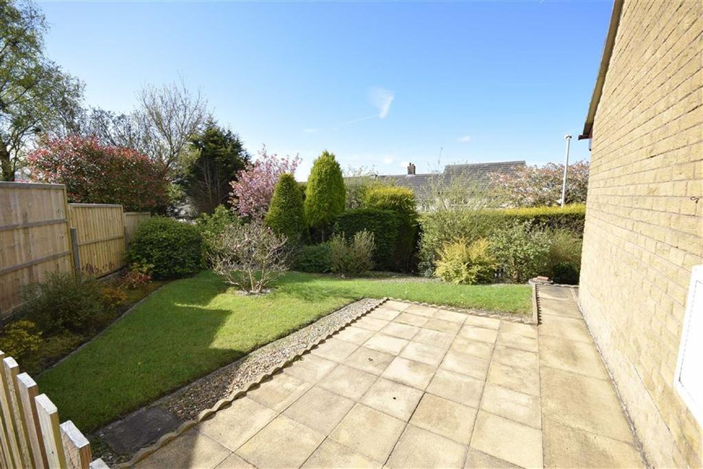 2 Bedrooms Bungalow for sale in Buttermere Avenue, Colne, Lancashire