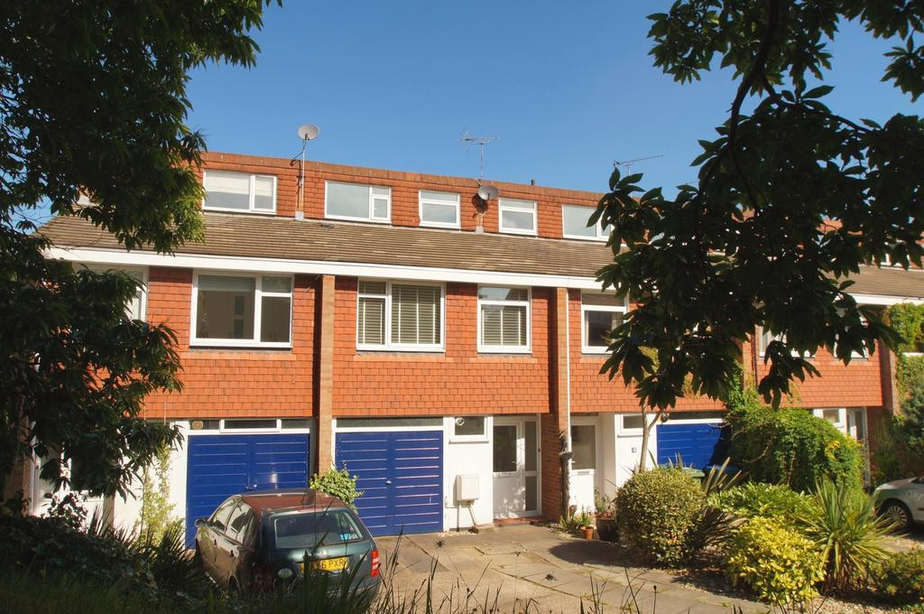 3 Bedrooms Terraced House for sale in Ridgemount, Weybridge KT13