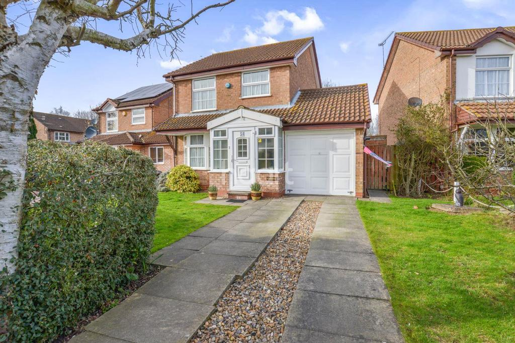 3 Bedrooms Detached House for sale in The Campions, Borehamwood