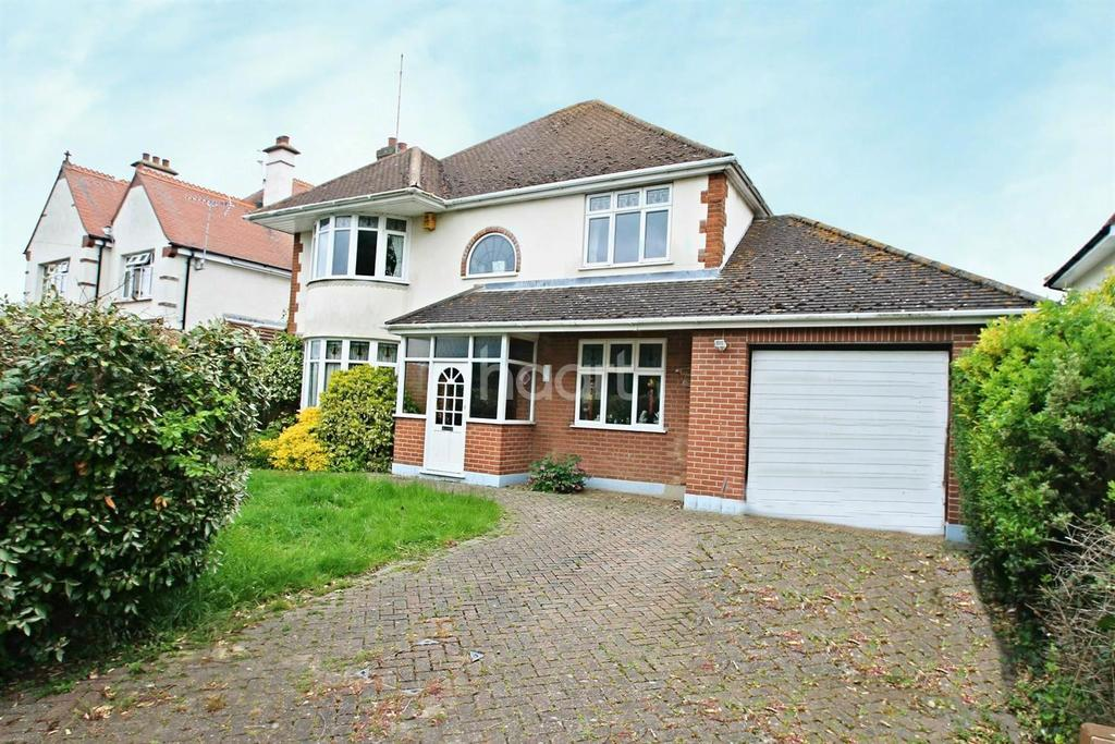 4 Bedrooms Detached House for sale in The Royals