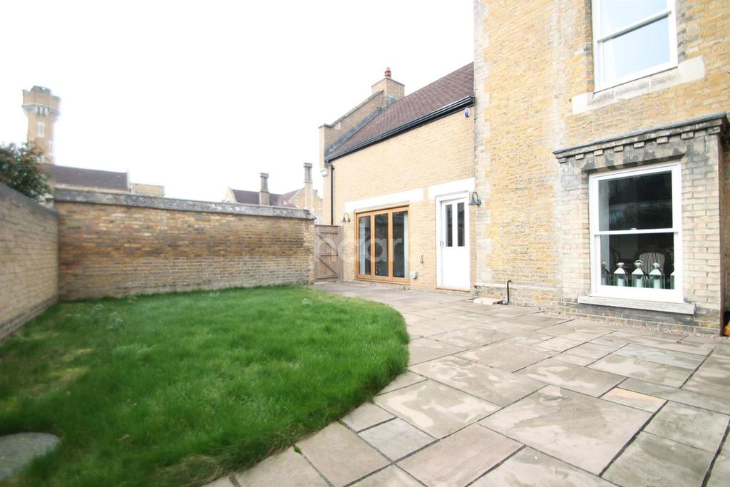 2 Bedrooms Terraced House for sale in The Hollies, Chapel Drive, Dartford