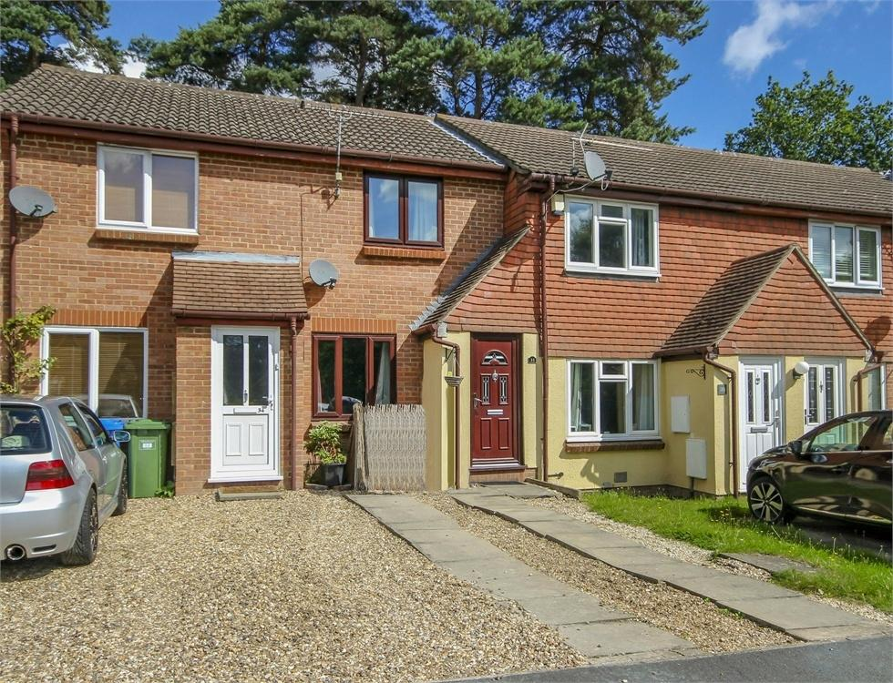 2 Bedrooms Terraced House for sale in Townsend Close, Forest Park, Bracknell, Berkshire