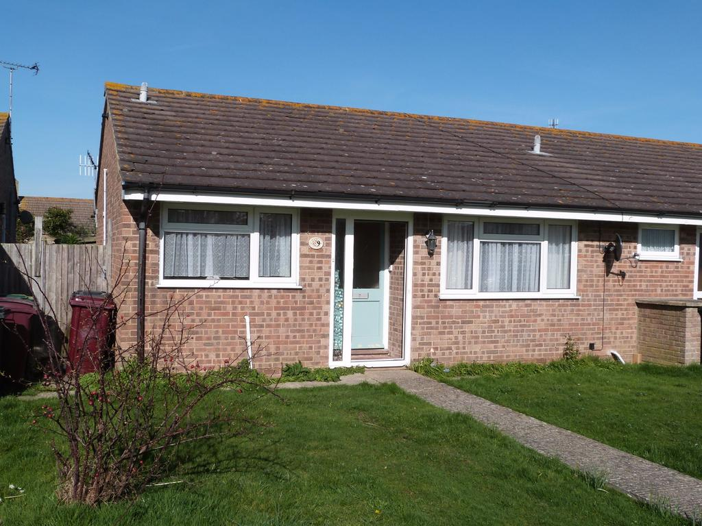 2 Bedrooms Bungalow for sale in Slattsfield Close, Selsey