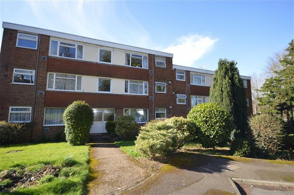 2 Bedrooms Flat for sale in Cheviot Way, Ashford, Kent