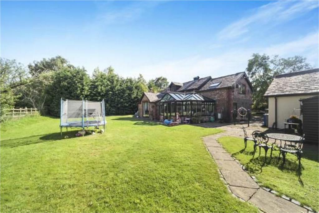 5 Bedrooms Detached House for sale in Dairy House Lane, Dunham Massey, Altrincham, Cheshire