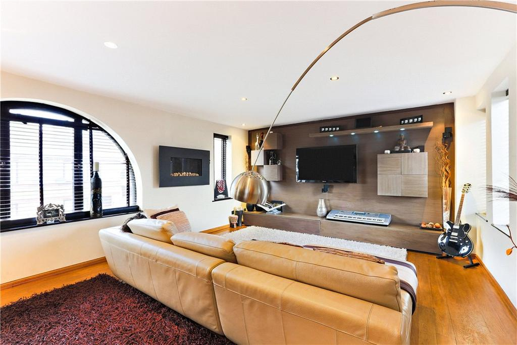 2 Bedrooms Flat for sale in Codling Close, Wapping, London, E1W