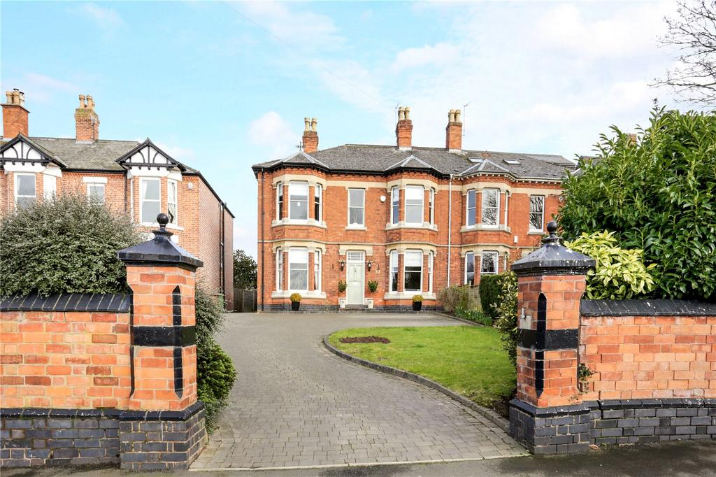 4 Bedrooms Semi Detached House for sale in Worcester, Worcestershire