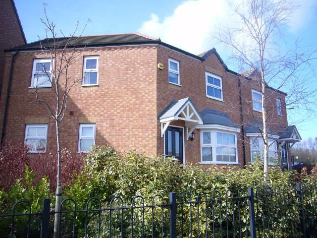 3 Bedrooms Semi Detached House for sale in Silver Street,Brownhills,Walsall
