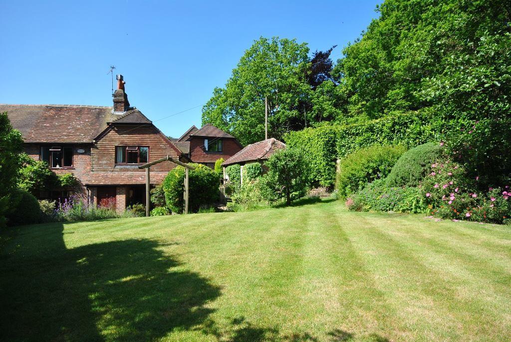 4 Bedrooms Semi Detached House for sale in Malthouse Cottages, Malthouse Lane, Hambledon, Godalming, GU8