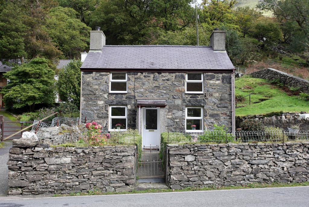 3 Bedrooms Cottage House for sale in Bron Wyddfa, Nant Peris, North Wales
