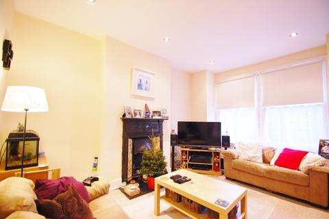 2 bedroom flat to rent - Khartoum Road, Tooting