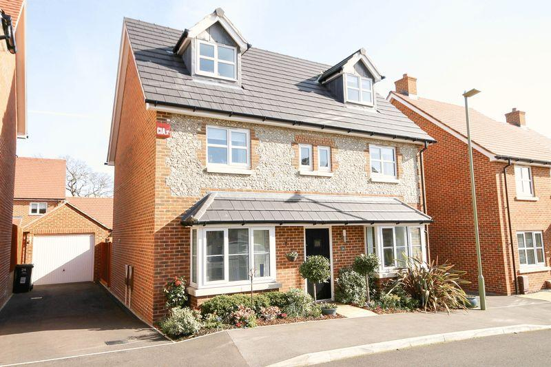 5 Bedrooms Detached House for sale in Lapwing Close, Emsworth