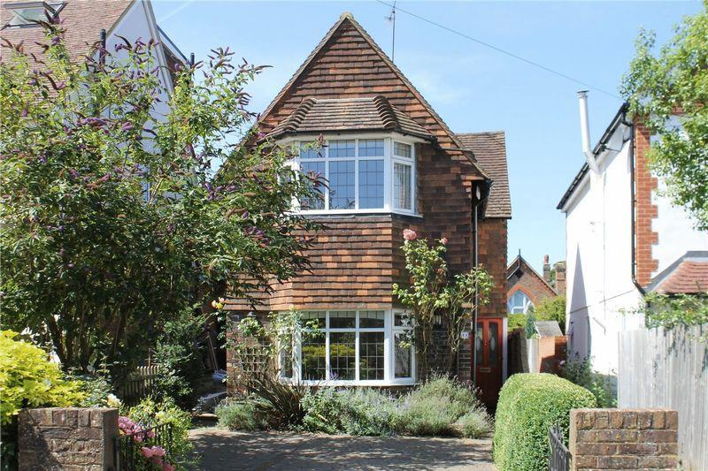 2 Bedrooms Detached House for sale in Merrow