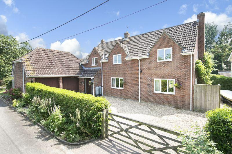 5 Bedrooms Detached House for sale in Keevil