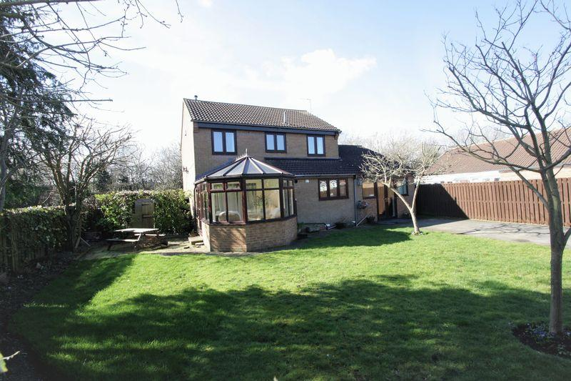 4 Bedrooms Detached House for sale in Castle Close, Stockton, TS19 0SL