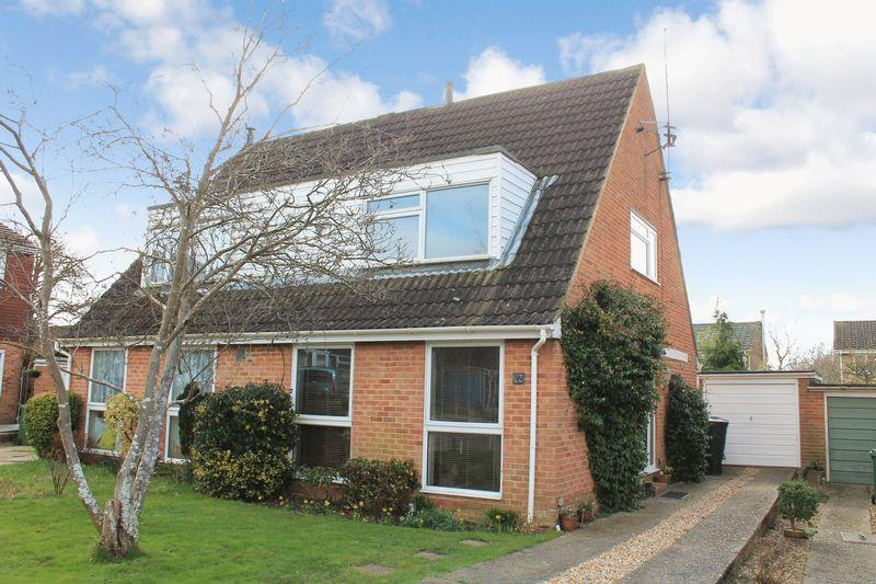 3 Bedrooms Semi Detached House for sale in Aston Rise, Pulborough