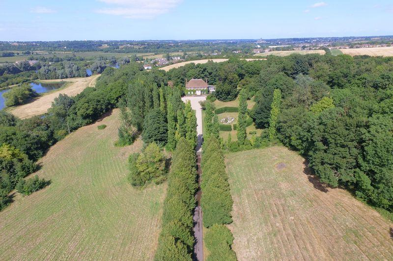 6 Bedrooms Detached House for sale in Canterbury