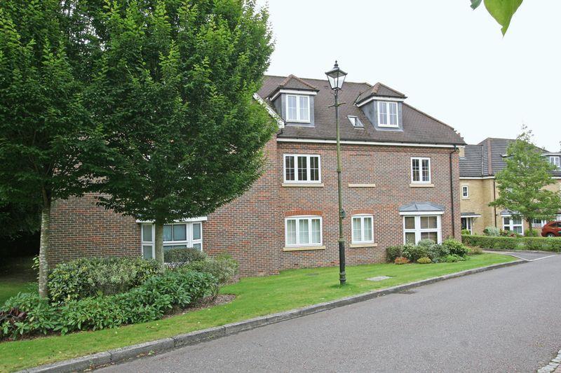 2 Bedrooms Apartment Flat for sale in Cranwells Lane, Farnham Common