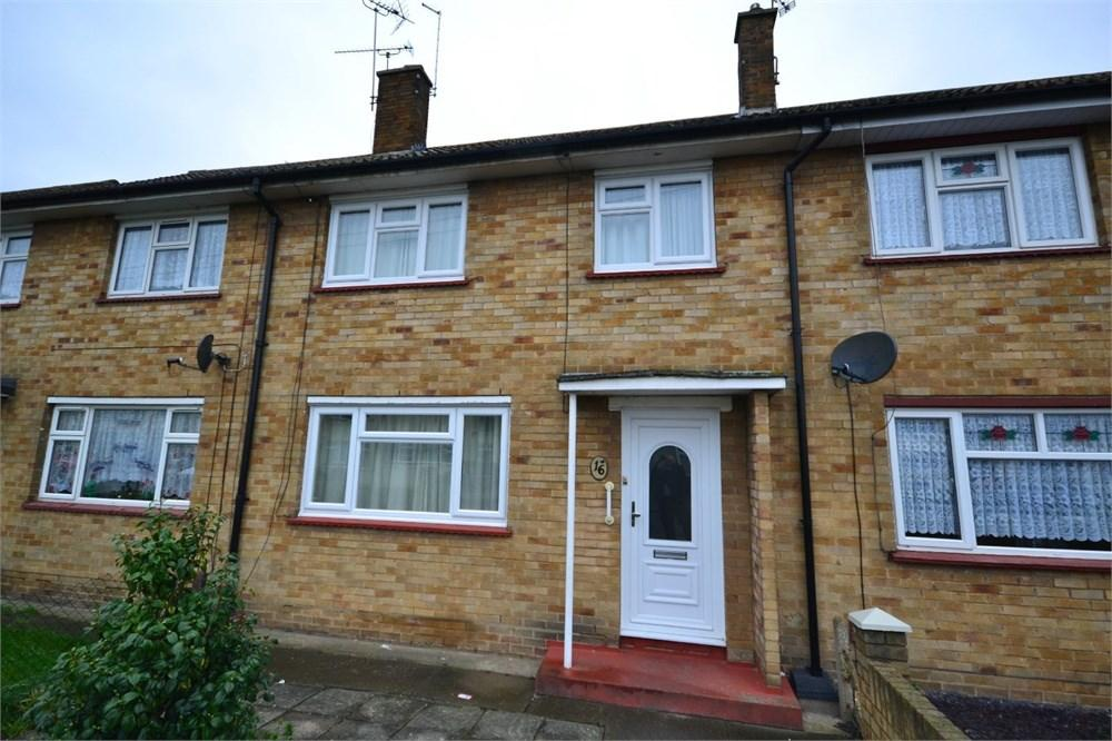 3 Bedrooms Terraced House for sale in Newton Road, Tilbury, RM18