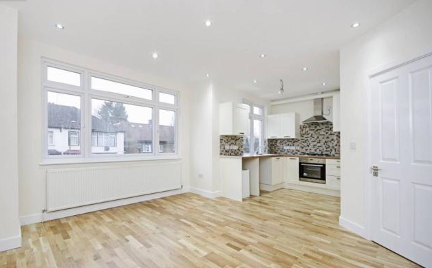 4 Bedrooms Flat for sale in Ashurst Road, North Finchley, N12