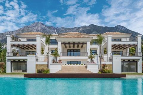 7 bedroom villa - Sierra Blanca, Marbella, Malaga