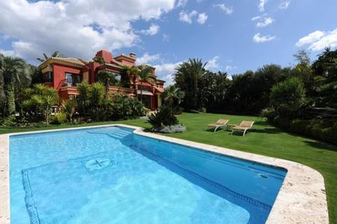 5 bedroom villa  - Altos de Puente Romano, Marbella, Malaga