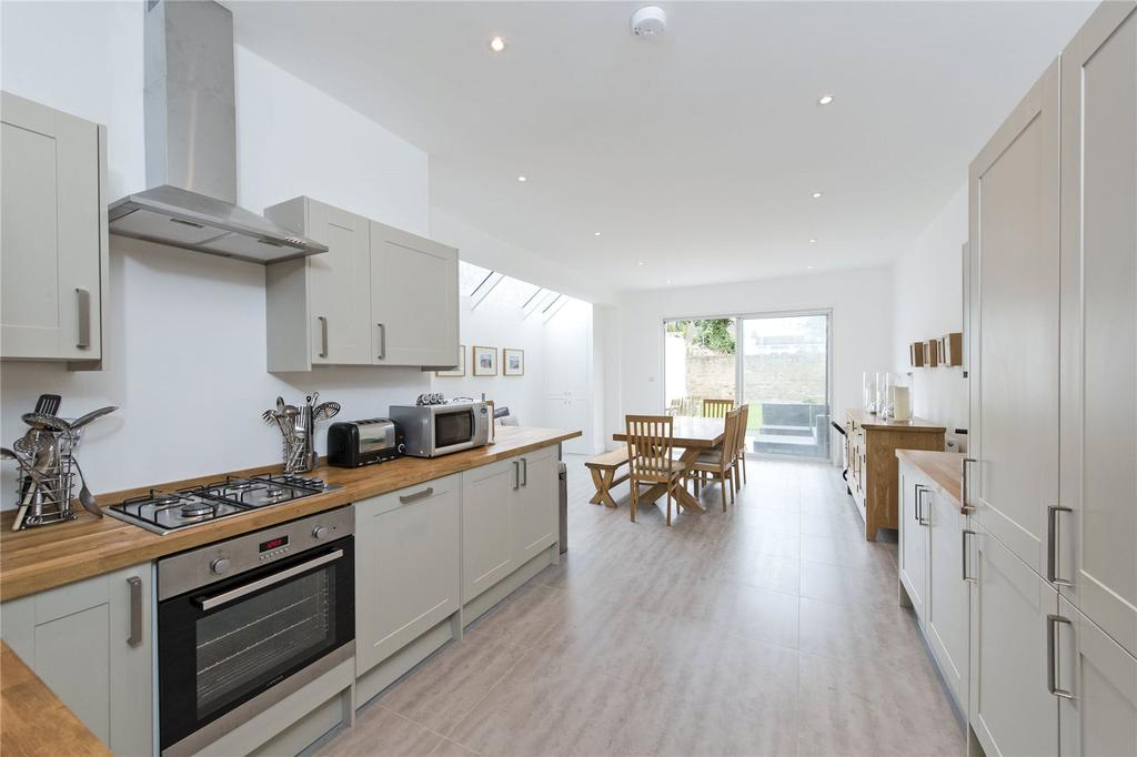 6 Bedrooms Semi Detached House for sale in Mantilla Road, London, SW17