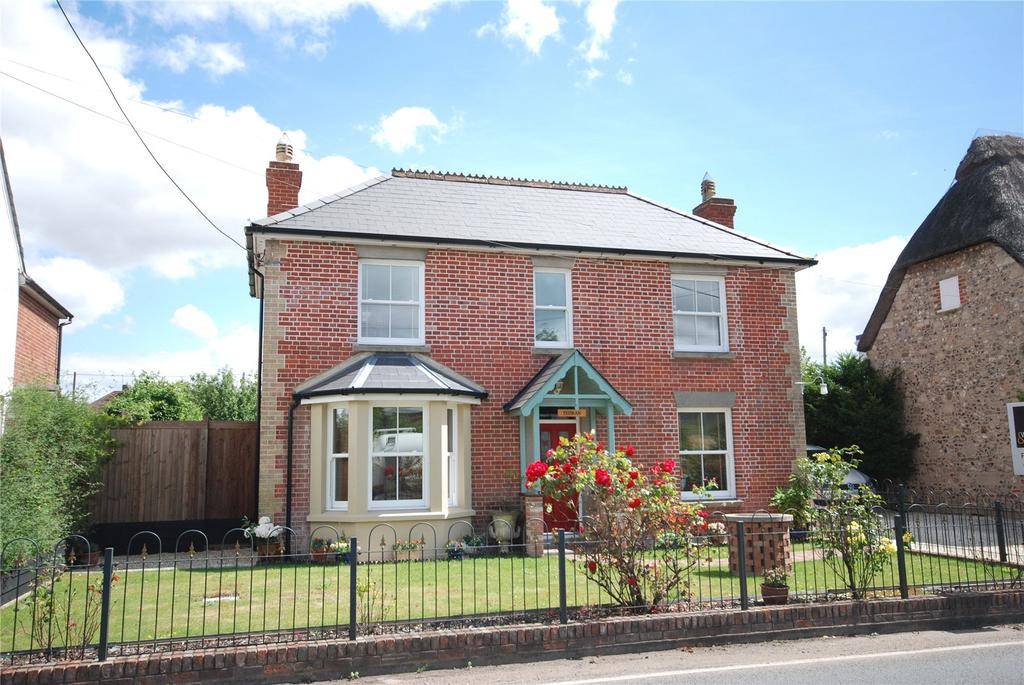 3 Bedrooms Detached House for sale in Warminster Road, South Newton, Salisbury, Wiltshire, SP2