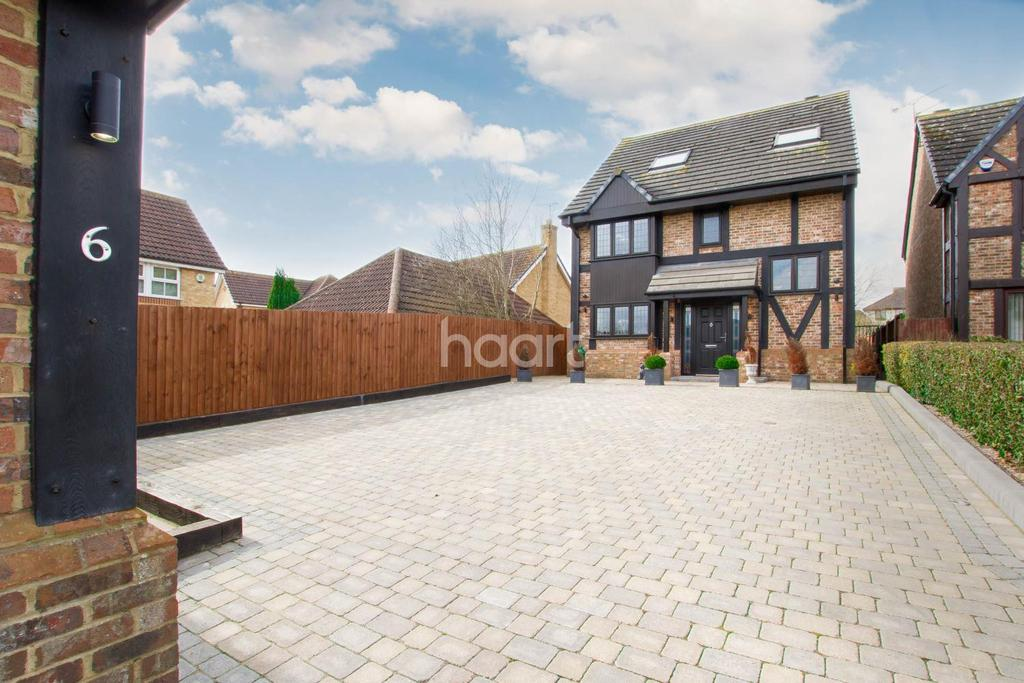 5 Bedrooms Detached House for sale in Stunning Five Bedroom Detached On Milburn Close