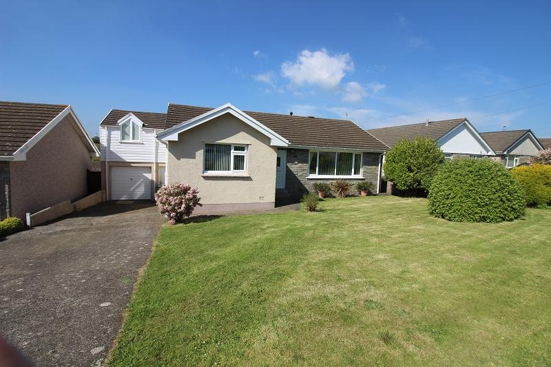 4 Bedrooms Detached Bungalow for sale in Silverstream Drive, Hakin, Milford Haven, Pembrokeshire. SA73 3NL