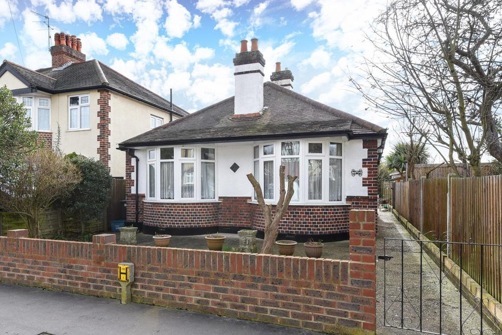 3 Bedrooms Bungalow for sale in Brookside Way, Croydon, CR0