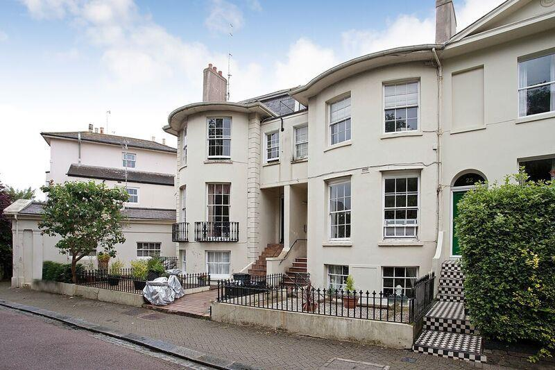 2 Bedrooms Apartment Flat for sale in Hanover Crescent, Brighton