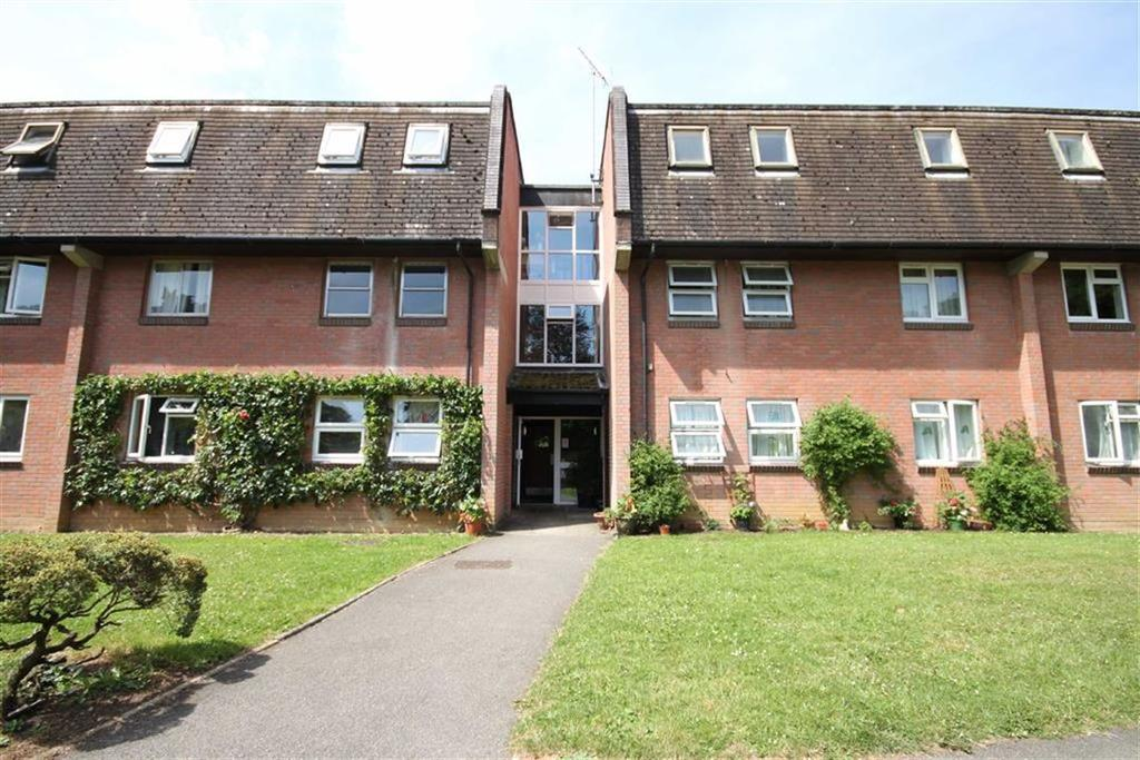 3 Bedrooms Flat for sale in Moorlands Road, West Moors, Dorset