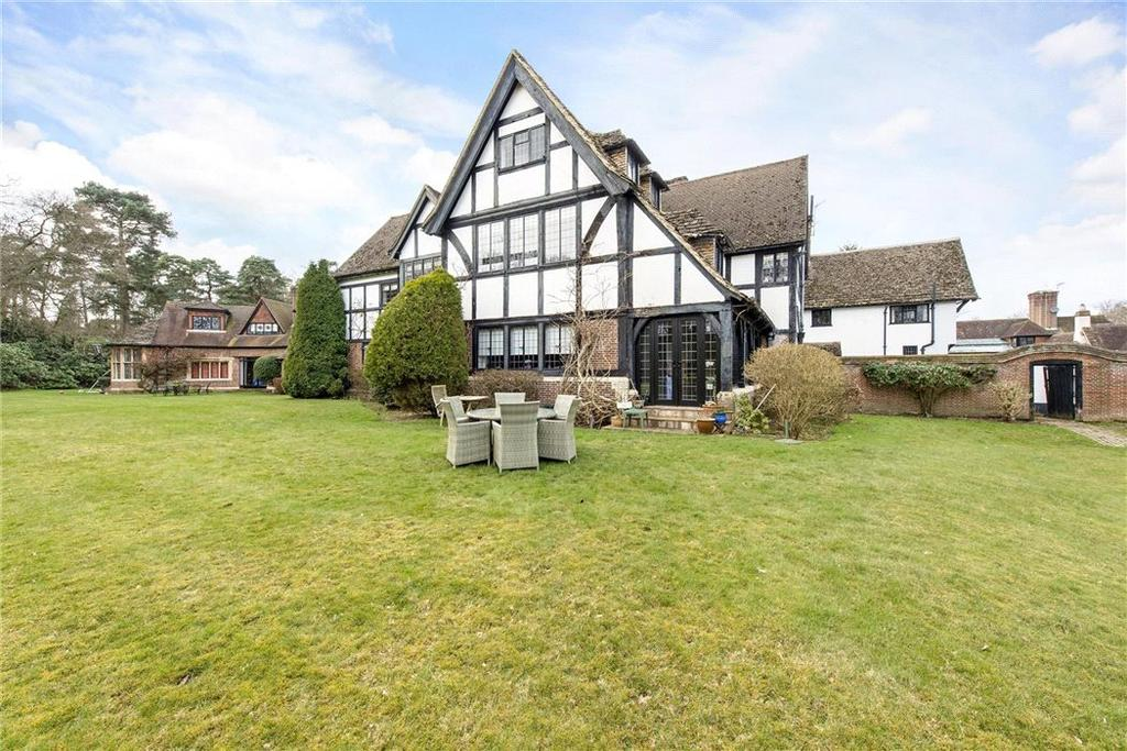 3 Bedrooms Flat for sale in Fulmer Chase, Stoke Common Road, Fulmer, Slough, SL3