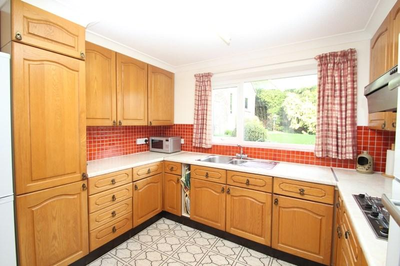 4 Bedrooms Detached House for sale in Houndean Close, Lewes