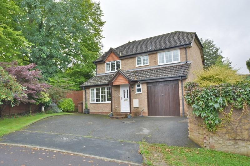 4 Bedrooms Detached House for sale in Brook Way, Andover