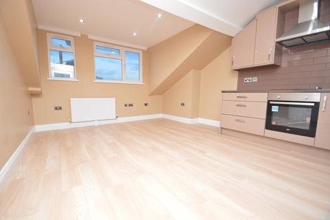 2 bedroom flat to rent - High Street, Slough, SL1