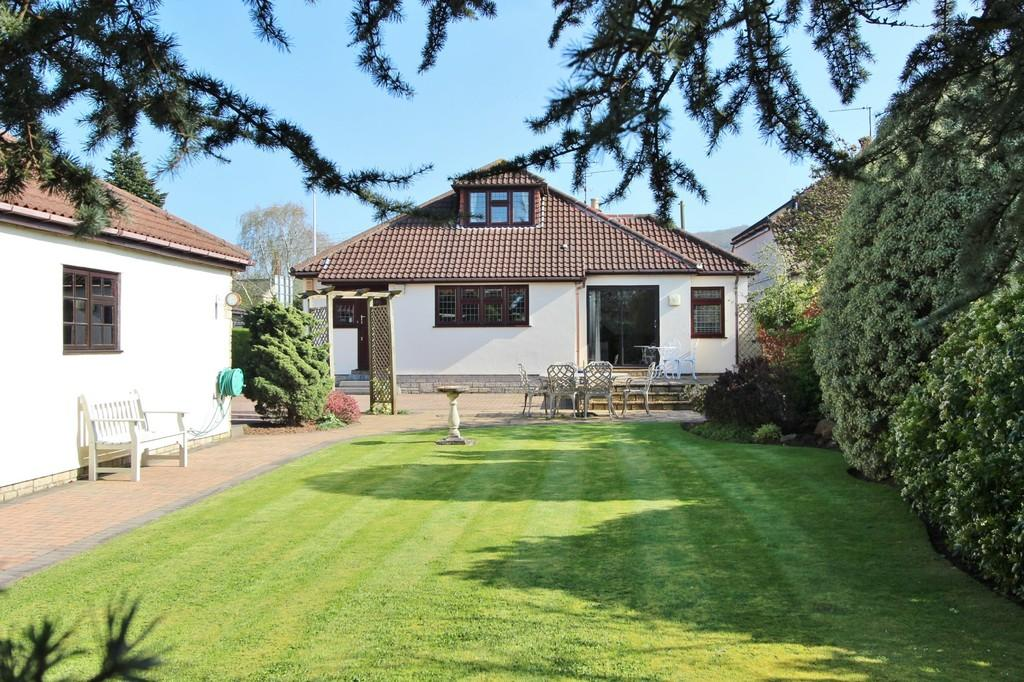 4 Bedrooms Detached House for sale in Large detached home in Churchill