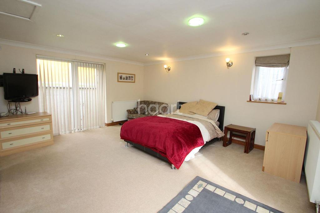 4 Bedrooms Bungalow for sale in Ebury Road, Sherwood