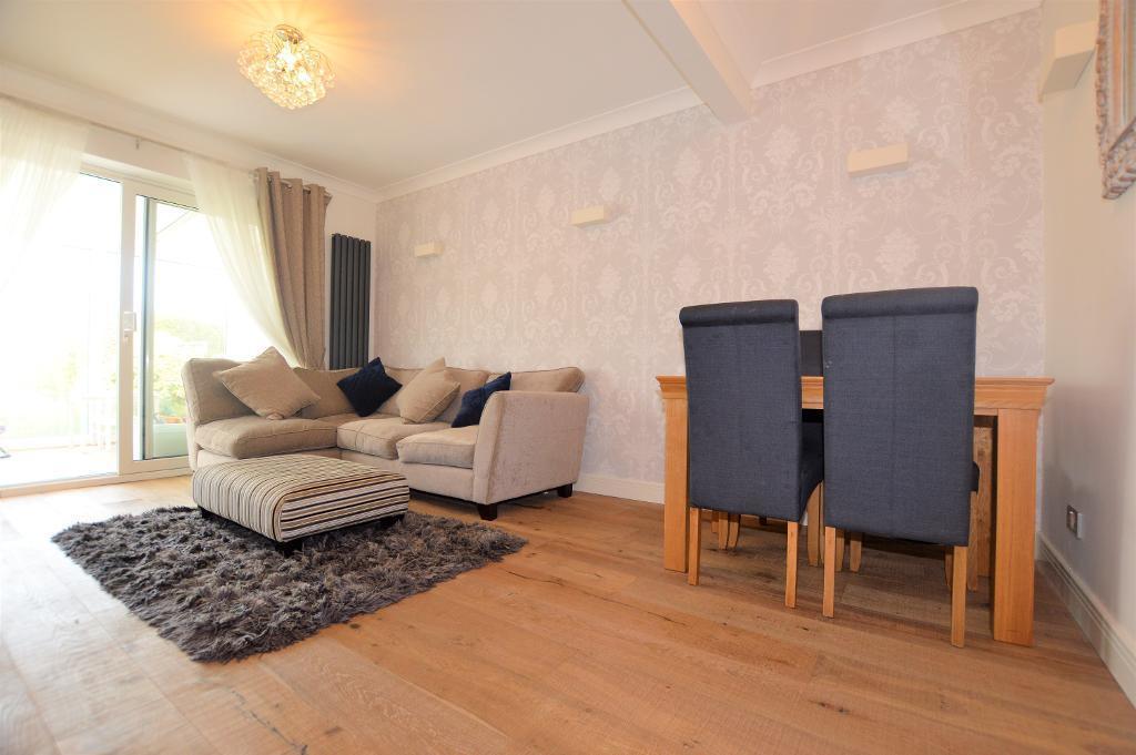 3 Bedrooms Bungalow for sale in Hadrian Avenue, Dunstable, LU5 4SP