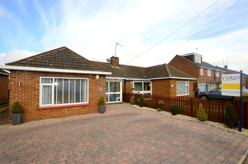 3 Bedrooms Bungalow for sale in Hadrian Avenue, Dunstable, LU5 4SP
