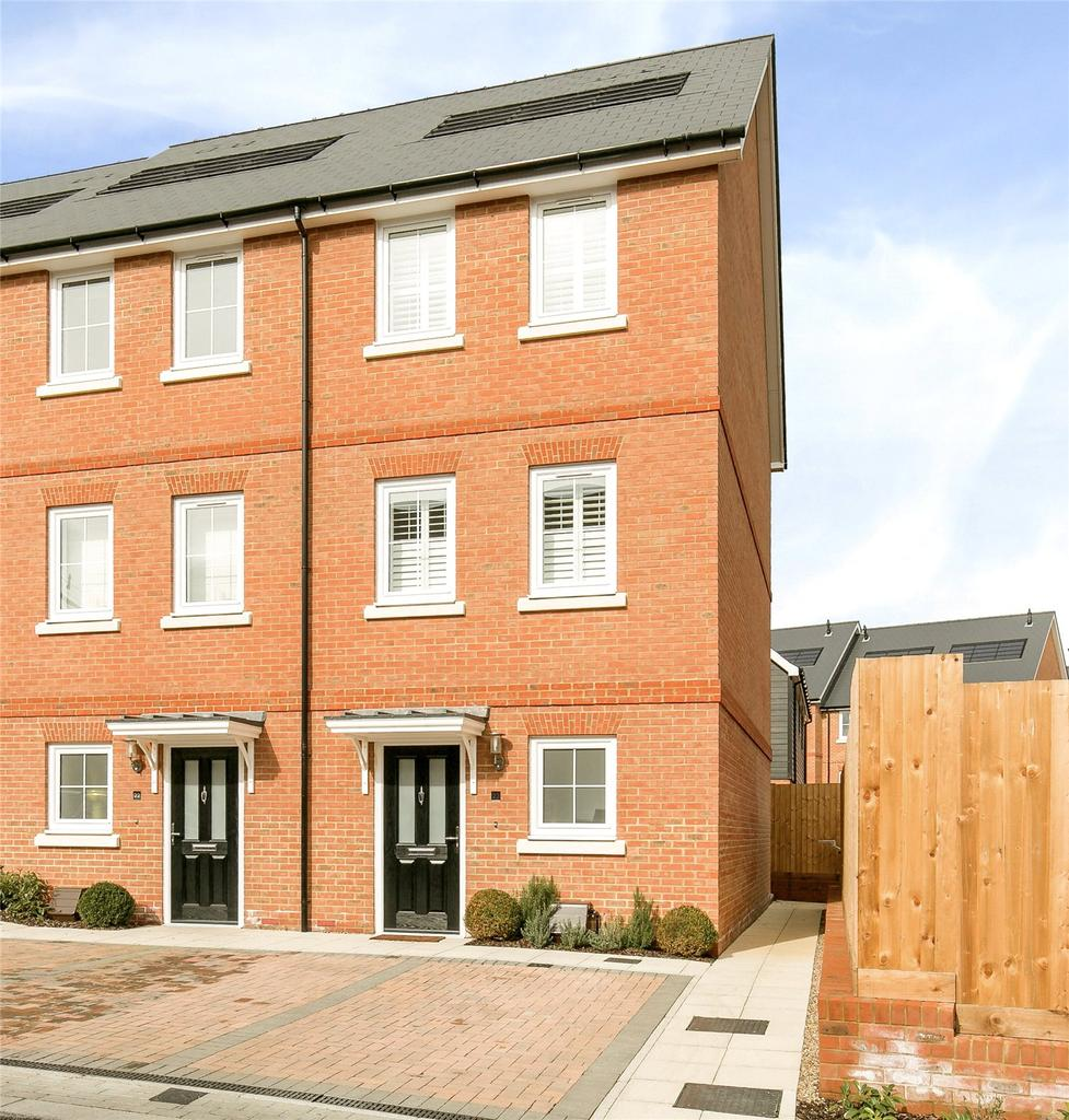 3 Bedrooms End Of Terrace House for sale in Woodland Road, Dunton Green, Sevenoaks, Kent, TN14