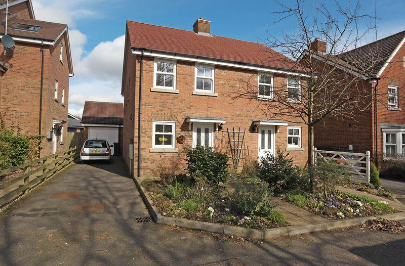 2 Bedrooms Semi Detached House for sale in Martins Gardens, Crowborough, East Sussex