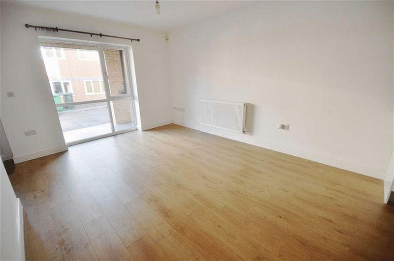 3 Bedrooms End Of Terrace House for sale in Grove Street, Heywood