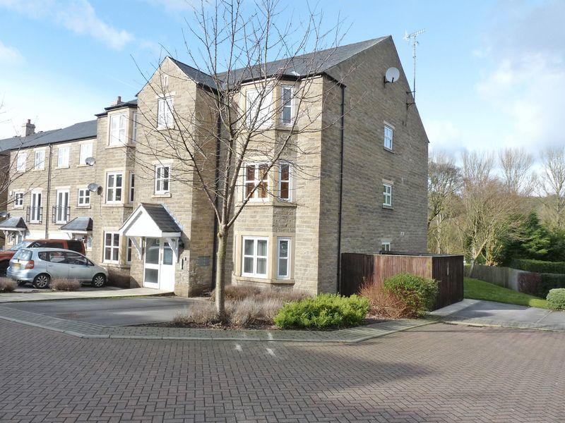 2 Bedrooms Apartment Flat for sale in Apt 2, 17 Low Beck, Ilkley, LS29 8UN2 Double Bedroom, Ground Floor Apartment with Parking
